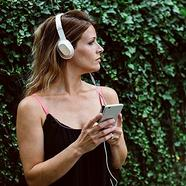 Auscultadores Com fio KEF M400 (On Ear – Microfone – Noise Canceling – Branco)