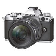 Olympus OM-D E-M5 Mark II + M.Zuiko Digital ED 12-40mm f/2.8 PRO (Prata)